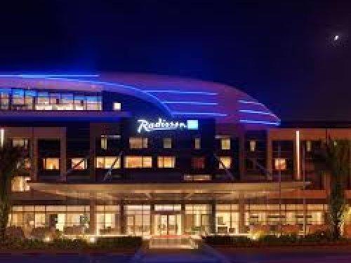 مطعم البستان فندق راديسون بلو